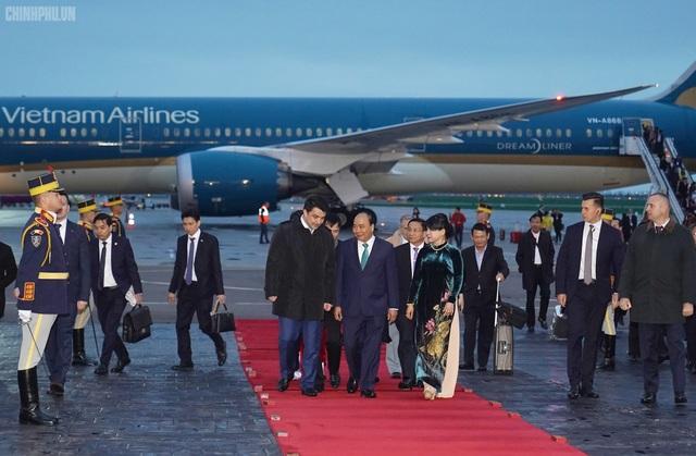 Thủ tướng đến Bucharest, bắt đầu thăm chính thức Romania - 7