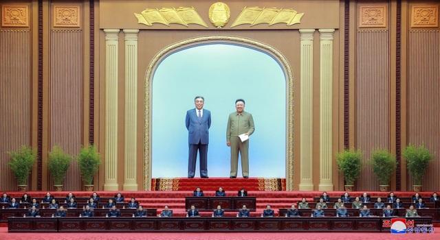 Hàng nghìn người Triều Tiên tuần hành chúc mừng Chủ tịch Kim Jong-un - 6