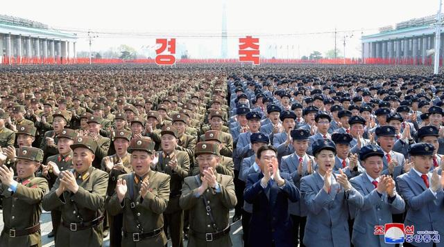 Hàng nghìn người Triều Tiên tuần hành chúc mừng Chủ tịch Kim Jong-un - 4