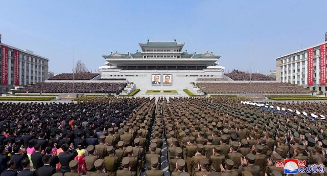Hàng nghìn người Triều Tiên tuần hành chúc mừng Chủ tịch Kim Jong-un - 3
