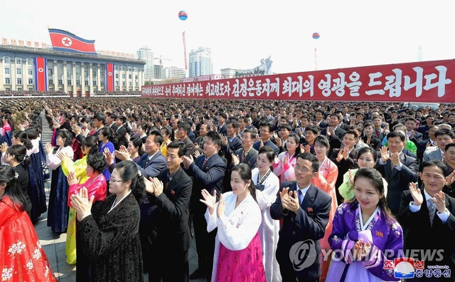 Hàng nghìn người Triều Tiên tuần hành chúc mừng Chủ tịch Kim Jong-un - 2