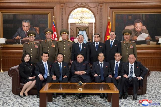 Hàng nghìn người Triều Tiên tuần hành chúc mừng Chủ tịch Kim Jong-un - 10