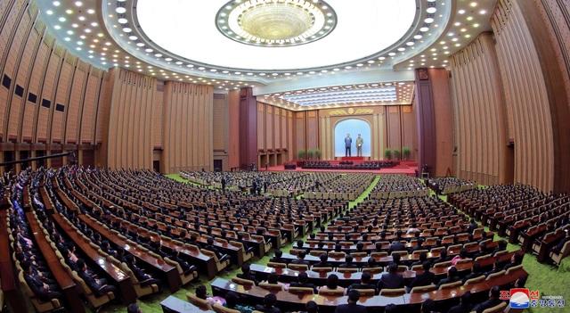 Hàng nghìn người Triều Tiên tuần hành chúc mừng Chủ tịch Kim Jong-un - 5