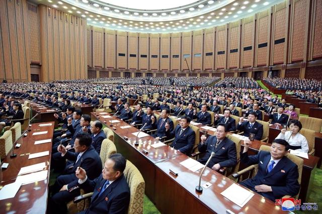 Hàng nghìn người Triều Tiên tuần hành chúc mừng Chủ tịch Kim Jong-un - 8