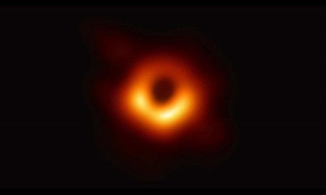 Chết cười với phản ứng của cộng đồng mạng khi lần đầu nhìn thấy Hố đen! - 1