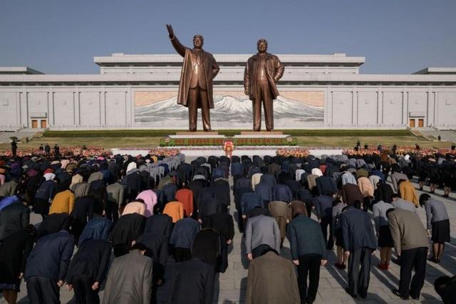Hàng chục nghìn người Triều Tiên nô nức chào mừng Ngày Ánh Dương - 1