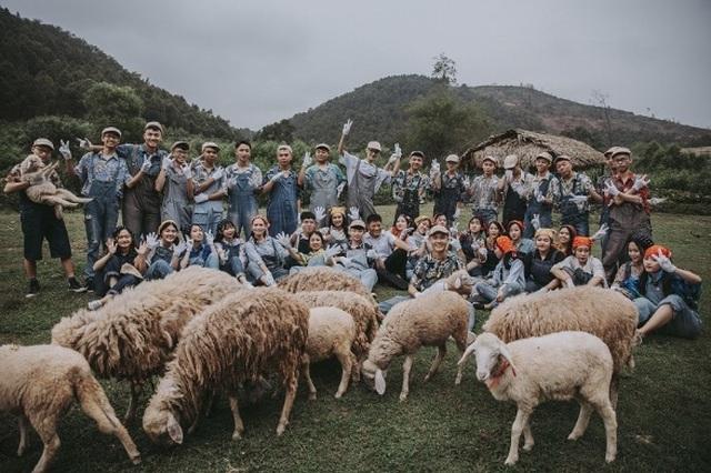 """Ảnh kỷ yếu """"nông trại vui vẻ"""" trên thảo nguyên của học sinh Nghệ An - 1"""