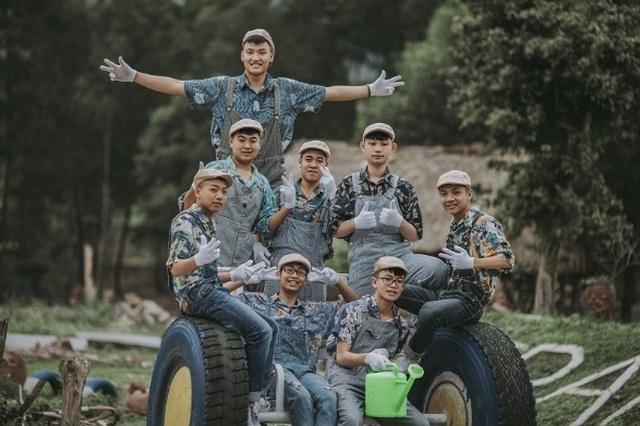 """Ảnh kỷ yếu """"nông trại vui vẻ"""" trên thảo nguyên của học sinh Nghệ An - 2"""