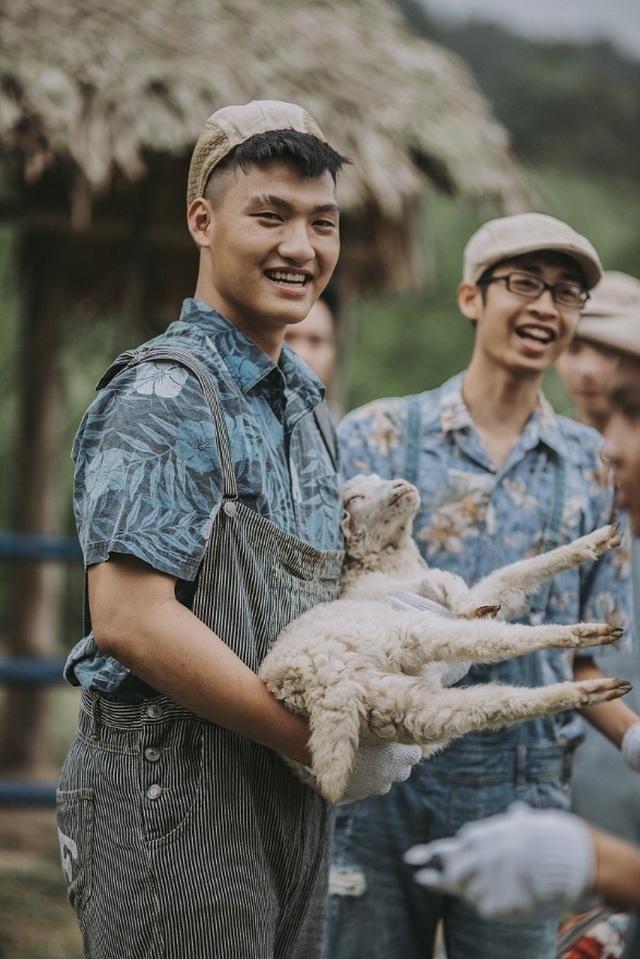 """Ảnh kỷ yếu """"nông trại vui vẻ"""" trên thảo nguyên của học sinh Nghệ An - 3"""