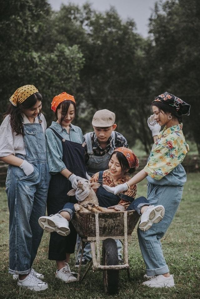 """Ảnh kỷ yếu """"nông trại vui vẻ"""" trên thảo nguyên của học sinh Nghệ An - 5"""