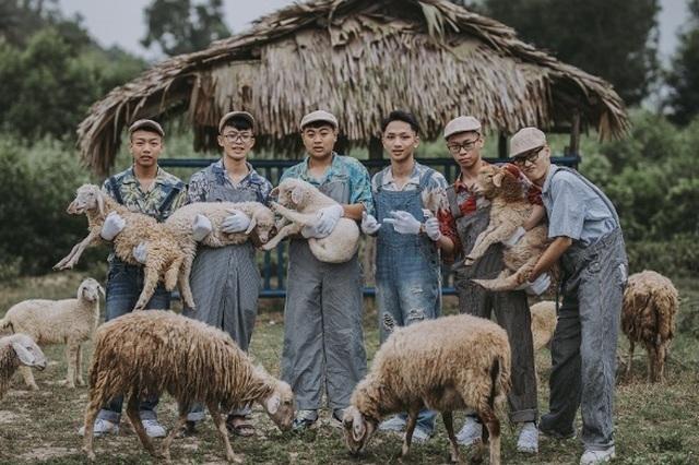"""Ảnh kỷ yếu """"nông trại vui vẻ"""" trên thảo nguyên của học sinh Nghệ An - 7"""