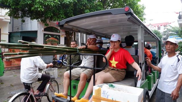 Một ngày làm ngư dân ở đảo Quan Lạn: Một mẻ lưới thu cả chục kg cá - 1