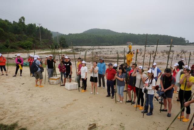 Một ngày làm ngư dân ở đảo Quan Lạn: Một mẻ lưới thu cả chục kg cá - 2
