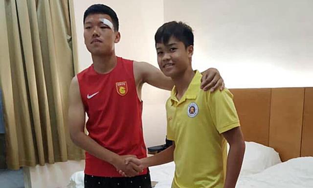 Đội trưởng U17 Hà Nội tới tận phòng xin lỗi đối thủ Trung Quốc sau vụ đấm vào mặt - 1