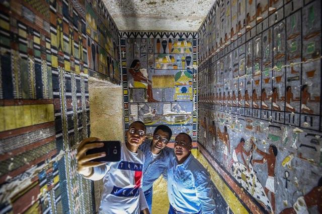 Hé lộ hình ảnh kinh ngạc khi mở mộ cổ Ai Cập 4.400 năm tuổi - 2