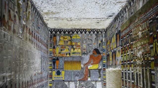 Hé lộ hình ảnh kinh ngạc khi mở mộ cổ Ai Cập 4.400 năm tuổi - 1