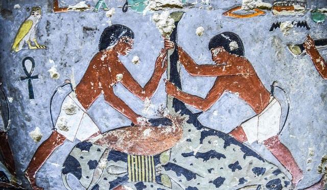Hé lộ hình ảnh kinh ngạc khi mở mộ cổ Ai Cập 4.400 năm tuổi - 4