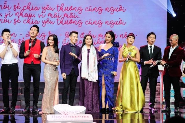 """Dàn sao Việt xúc động chia tay MC Quỳnh Hương tại """"Thay lời muốn nói"""" - 2"""