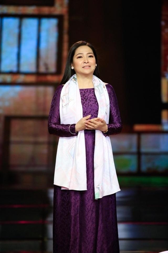 """Dàn sao Việt xúc động chia tay MC Quỳnh Hương tại """"Thay lời muốn nói"""" - 4"""