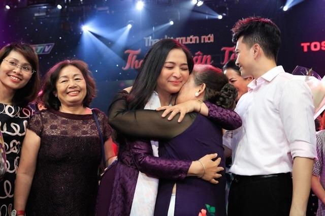 """Dàn sao Việt xúc động chia tay MC Quỳnh Hương tại """"Thay lời muốn nói"""" - 16"""