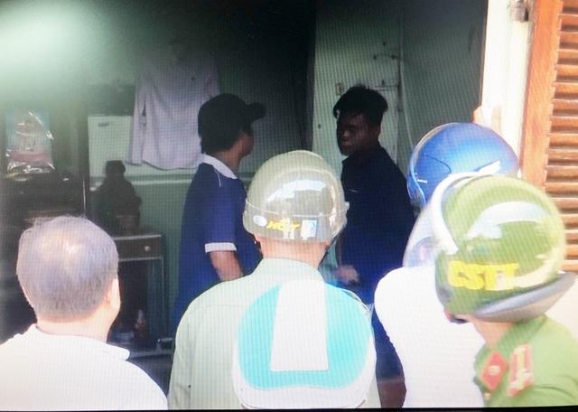 Nam thanh niên nghi ngáo đá, ém hung khí cố thủ trong nhà - 1