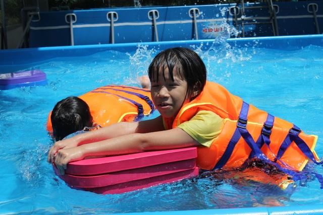 Đuối nước gia tăng, đưa môn dạy bơi vào trường - 3