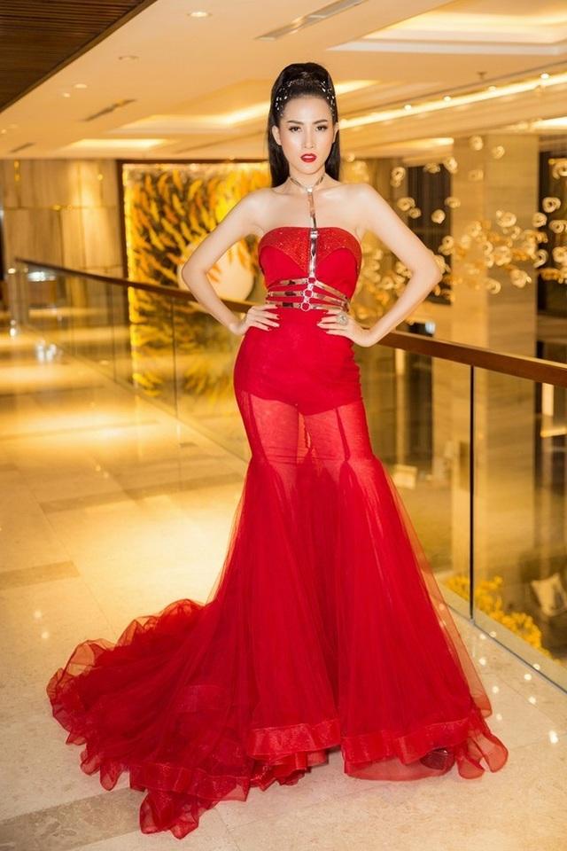 Tiểu Vy diện trang phục hở bạo, Á hậu Thuỳ Dung khoe ảnh bikini - 3