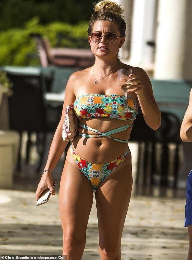 Zara Holland khoe thân hình nảy nở - 4