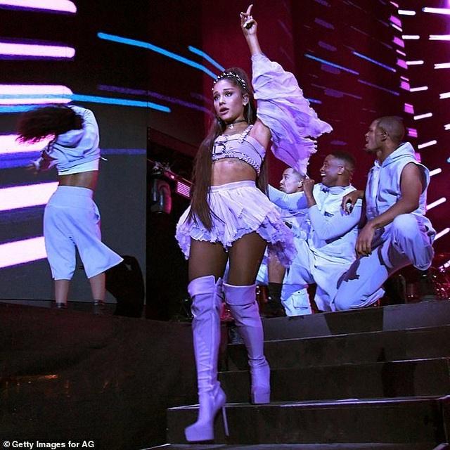 Ariana Grande nhận cát sê 8 triệu USD cho 2 buổi diễn - 1