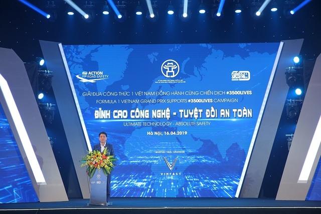 Việt Nam Grand Prix tặng 10.000 mũ bảo hiểm cho học sinh, sinh viên - 1
