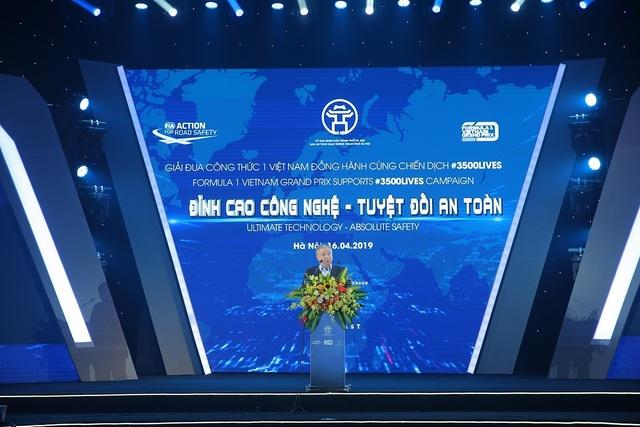 Việt Nam Grand Prix tặng 10.000 mũ bảo hiểm cho học sinh, sinh viên - 2