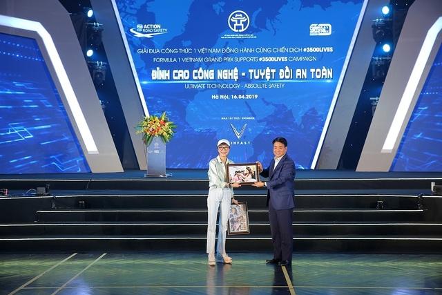 Việt Nam Grand Prix tặng 10.000 mũ bảo hiểm cho học sinh, sinh viên - 3