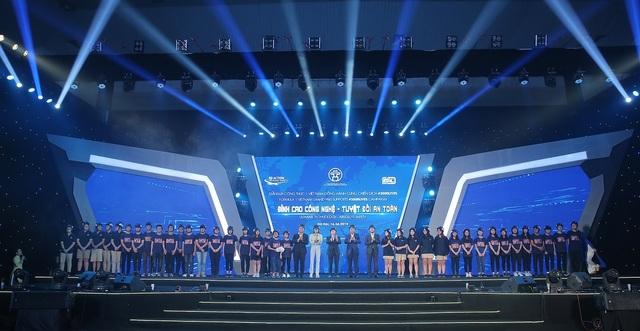Việt Nam Grand Prix tặng 10.000 mũ bảo hiểm cho học sinh, sinh viên - 4