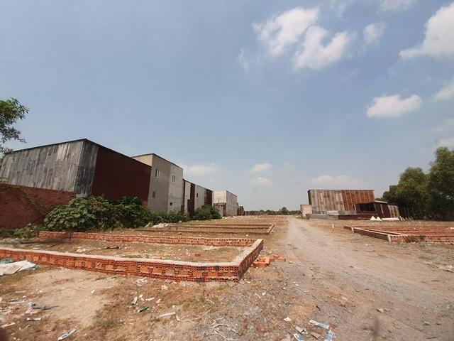Hàng trăm hecta đất cấm bị xẻ thịt, nhà trái phép mọc... như nấm tại TP.HCM! - 10