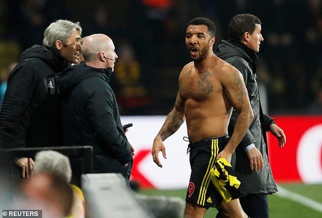 """Watford """"tặng chiến thắng"""" cho Arsenal vượt mặt Man Utd - 1"""
