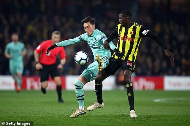 """Watford """"tặng chiến thắng"""" cho Arsenal vượt mặt Man Utd - 3"""