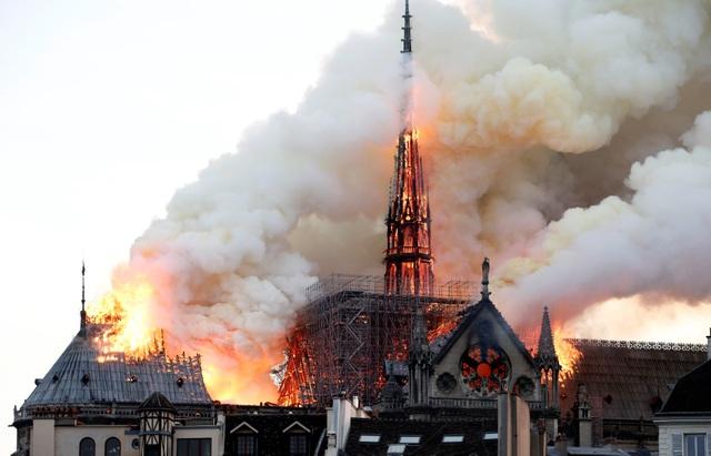 Vì sao đám cháy tại Nhà thờ Đức Bà Paris khó dập tắt nhanh chóng? - 1