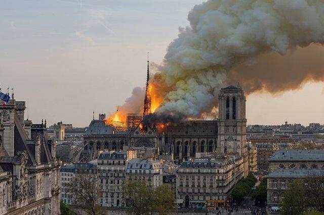 Victor Hugo đã từng miêu tả cảnh lửa cháy tại nhà thờ Đức Bà Paris như thế nào? - 2