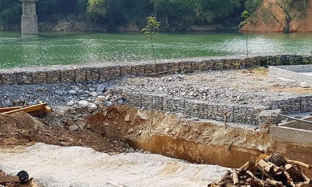 Đổ hàng nghìn khối đá xây kè lấn sông Mã làm nhà xưởng - 3