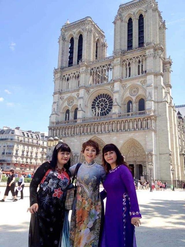 Nghệ sĩ Việt thảng thốt khi hay tin Nhà thờ Đức Bà Paris bốc cháy - 3