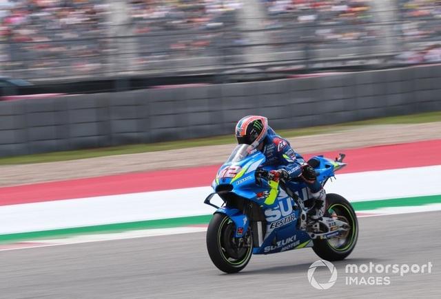 Alex Rins thắng ấn tượng trong ngày Marquez gặp tai nạn - 8