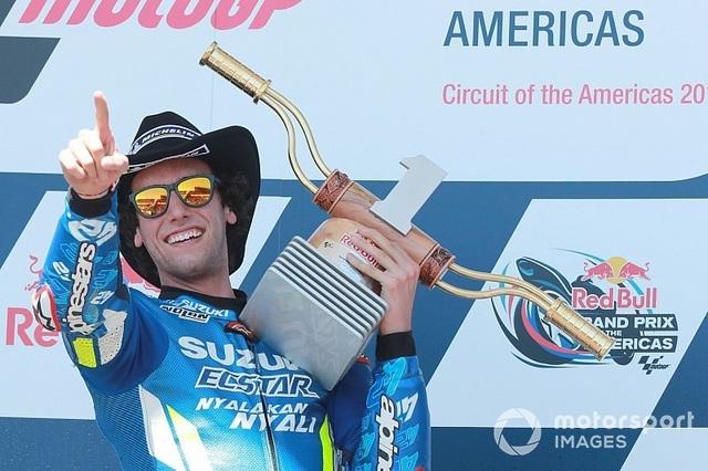 Alex Rins thắng ấn tượng trong ngày Marquez gặp tai nạn - 6