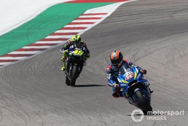 Alex Rins thắng ấn tượng trong ngày Marquez gặp tai nạn - 3