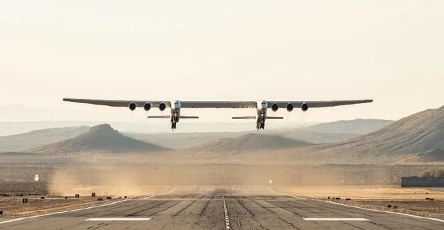 Stratolaunch, chiếc máy bay lớn nhất thế giới đã thực hiện chuyến bay lịch sử đầu tiên - 1