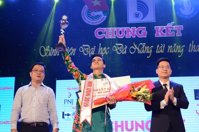 Lộ diện nam thanh nữ tú đăng quang Sinh viên tài năng thanh lịch ĐH Đà Nẵng - 2