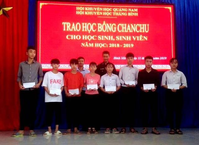 Trao học bổng Chan Chu 2019