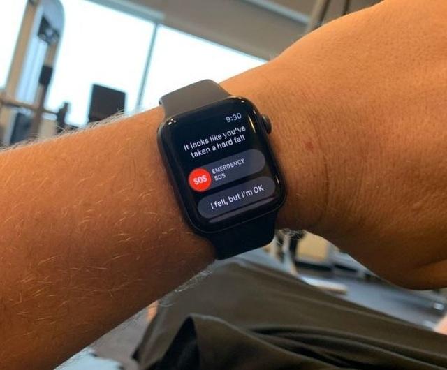 Tính năng mới trên đồng hồ Apple Watch 4 cứu sống cụ bà 80 tuổi - 1