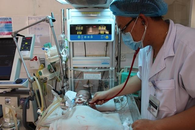 Xin hãy cứu bé trai kháu khỉnh vừa chào đời đã nguy kịch do nhiễm trùng uốn ván - 3