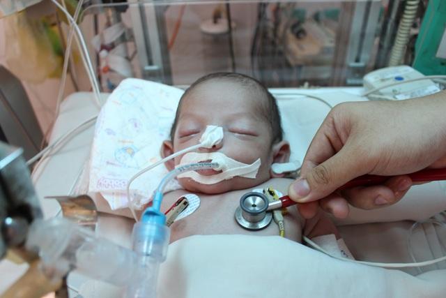 Xin hãy cứu bé trai kháu khỉnh vừa chào đời đã nguy kịch do nhiễm trùng uốn ván - 1