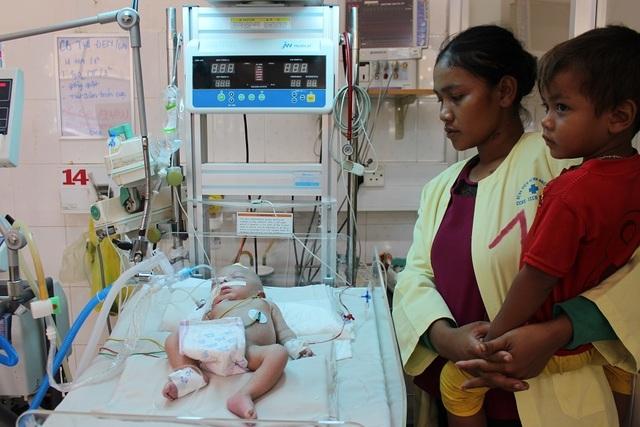 Xin hãy cứu bé trai kháu khỉnh vừa chào đời đã nguy kịch do nhiễm trùng uốn ván - 5